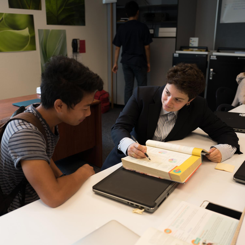 MEAN, MEDIAN, MIDANI: Teacher Nicole Midani helps senior Ethan Nguyen with a difficult statistics concept.