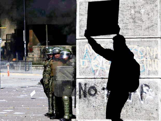DESPIERTA (WAKE UP): Chileans protest for a new socio-economic order.