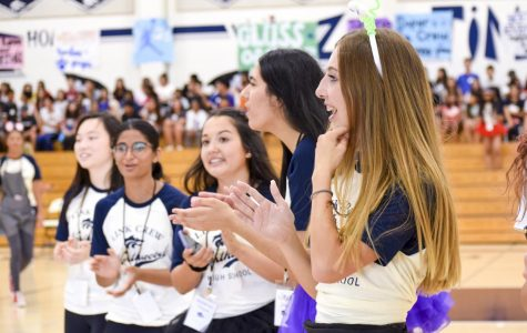 FORMING THE LINK: Link Crew provides a warm welcome to incoming students on Freshman Kick-Off day.