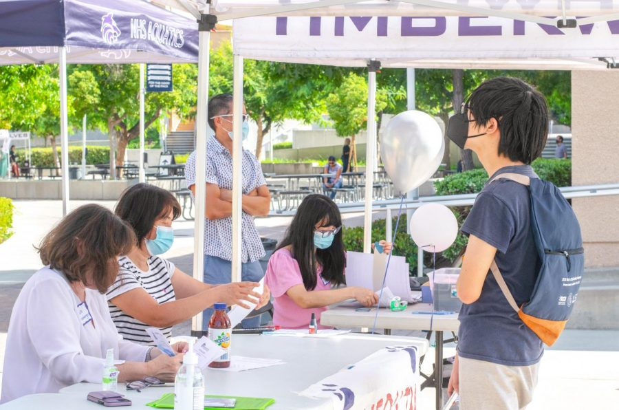 TOGETHER AT LAST: ASB and PTSA organize a warm registration day to new and returning T-wolves.